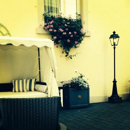 Hotel Der Kleine Prinz: внутренний дворик отеля