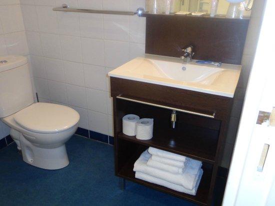 Belambra Clubs - Le Vendome: meuble salle de bain et  lavabo