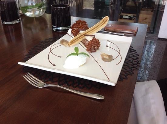 Sakala Beach Club: dessert or a work of art?