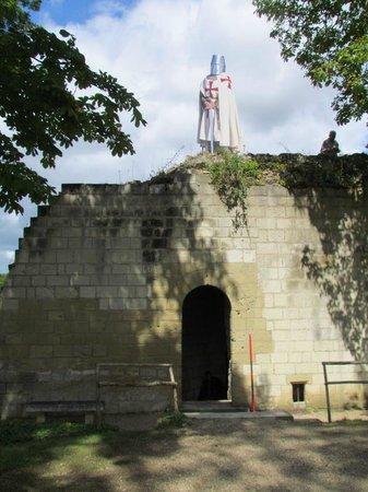 Forteresse royale de Chinon : Attention, on vous surveille