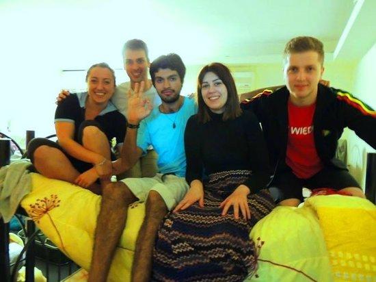 Buena Vida Hostel : Con los chicos de la habitación #3