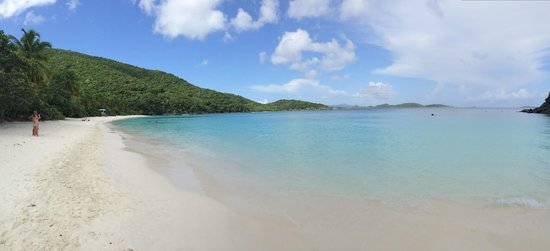 Trunk Bay : One of the best beaches indeed! So serene, the  sand is sooo white and the experience is unbeata