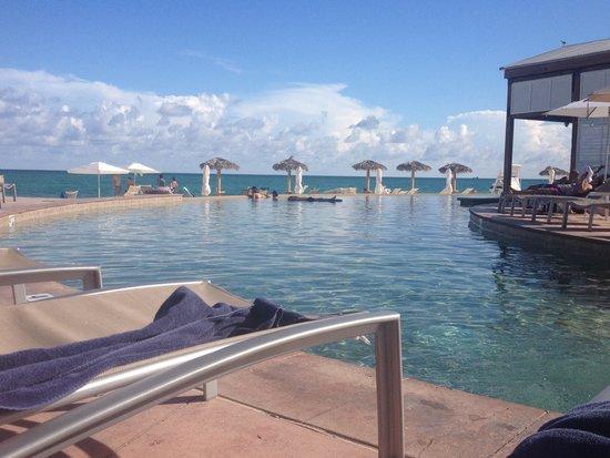 Grand Lucayan, Bahamas : At the pool side