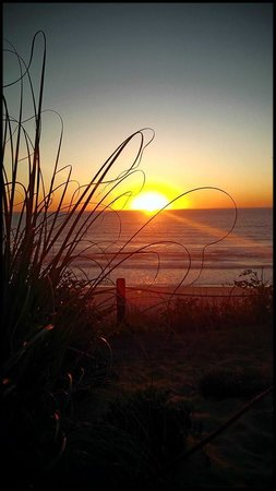The Coho Oceanfront Lodge: The Best Sunset Ever!