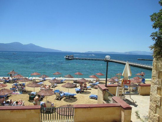 Fantasia Hotel De Luxe Kusadasi: man made beach