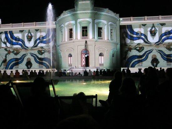 Musee Ariana: лазерное шоу