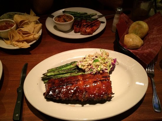 Wood Ranch BBQ & Grill: Spareribs und Pouletbrust