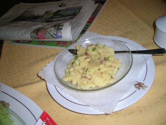 Brauereigasthof Rothenbach: Kartoffelsalat zu Forelle Müllerin