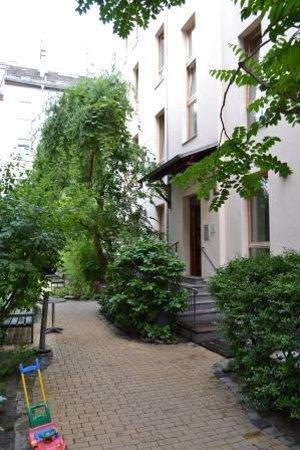 Schoenhouse Apartments: Entrada para os apartamentos