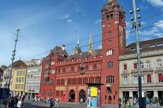 Hotel Schweizerhof Basel: Old Basel