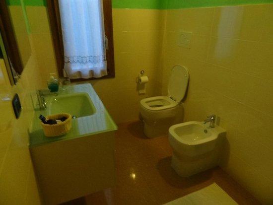 B&B Artemide: Bathroom