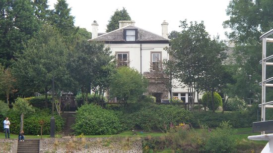 Innkeeper's Lodge Loch Lomond: Innkeepers from ferry terminal