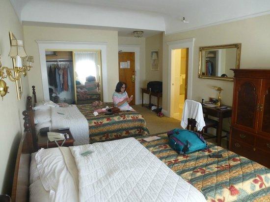 bedroom picture of beresford arms san francisco. Black Bedroom Furniture Sets. Home Design Ideas