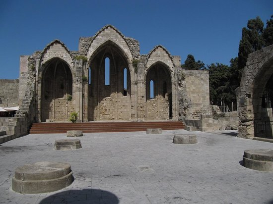 Our Lady of the Castle (Panagia tou Kastrou) : ruine de la Cathédrale