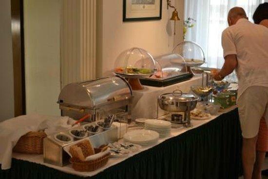 Arthotel ANA Adlon: Café da manhã