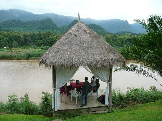 Elephant Village Sanctuary Day Trips: Pranzo sul fiume