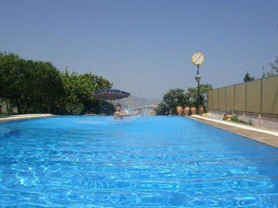 Villa Fiorita: Pool