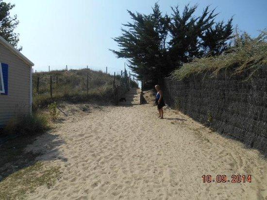 Camping Le Caravan'ile: passage vers la plage