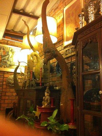 Huen Phen: inside restaurant