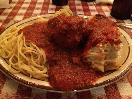 Filippi's Pizza Grotto : Spaghetti with huge meatball; Wonderful Lasagna