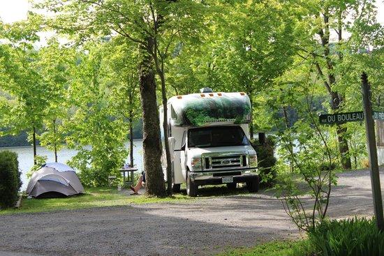 Camping Chalets Juneau: Site au bord du lac #305