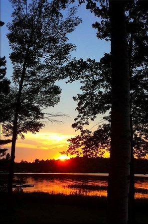 Holiday Acres Resort: A sunset captured by Paula Walsh!