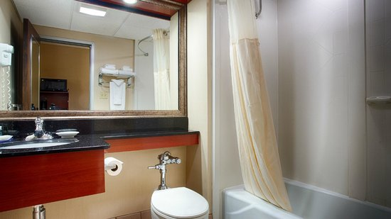 BEST WESTERN PLUS Augusta Civic Center Inn: Guest bathroom