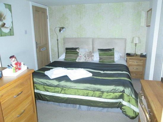 1863 Bar Bistro Rooms: Bedroom in family room