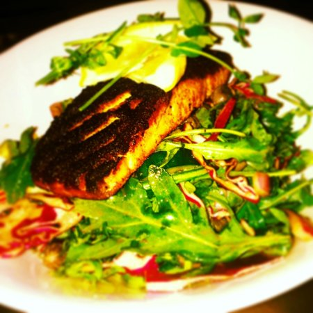 The Tap & Tankard: Blackened Salmon Salad