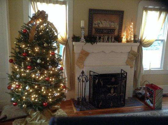Brugh's Inn of Salem: Christmas at Brugh's Inn