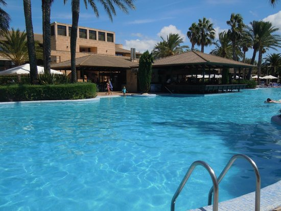 PortBlue Club Pollentia Resort & Spa : Piscina y bar