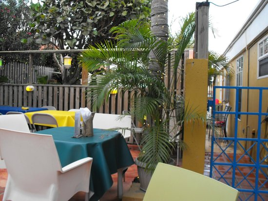 Bobbejan's: Outside eating area at Bobbejans.