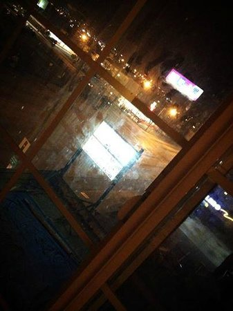 Value Inn Worldwide : Don't open the curtains; you will see how dirty the windows are!
