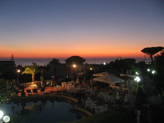 Hotel Terme Galidon: Закат, вид из номера