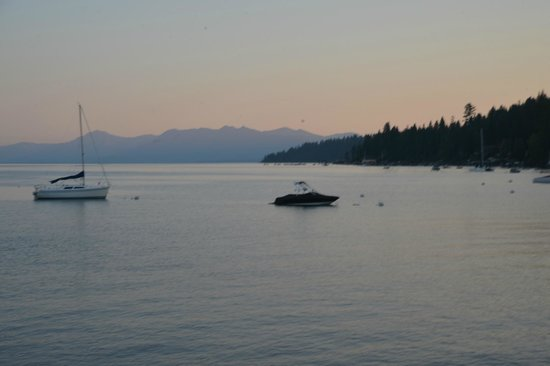 Gar Woods Grill & Pier Restaurant: Sunset on Lake Tahoe