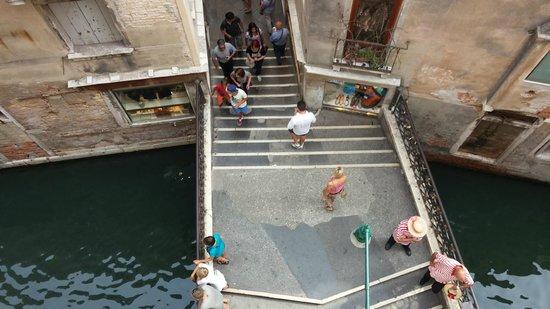 Antica Locanda al Gambero: Canal view from the room