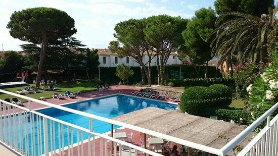 Hotel Alga: Vista zona piscina desde terraza cafateria.