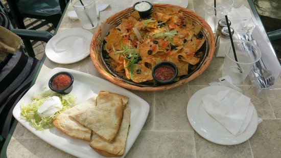 Casey's Bar & Grill: Nachos with cheese & quesadilla