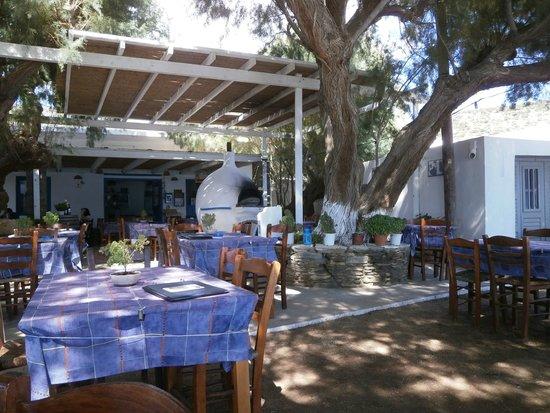 To Meraki tou Manoli : Manolis Restaurant Vathi Sifnos