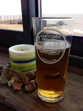 Hotel Continental - Fisherman Huts: local beer by the sea