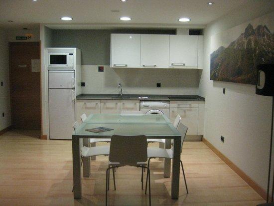 Apartamentos Metsola: Cocina y comedor.