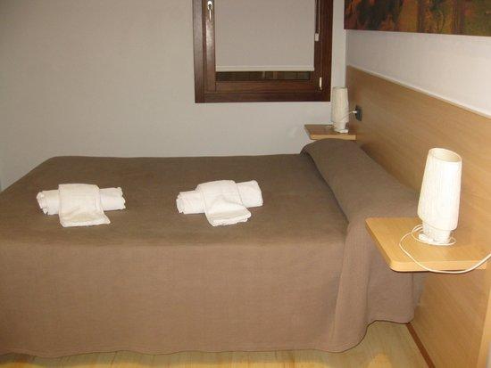 Apartamentos Metsola: Habitación de matrimonio.