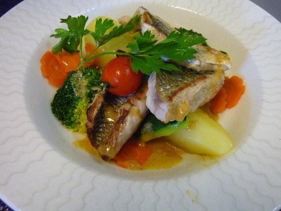 Kyriad Grenoble Nord - Le Fontanil: Filet de mulet pêche de 24h...100% frais
