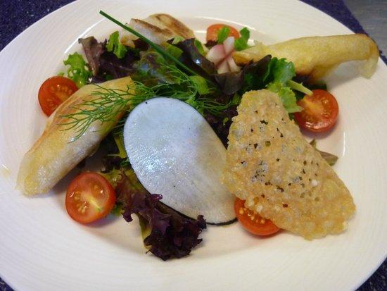 Kyriad Grenoble Nord - Le Fontanil: salade de st Marcelin en feuille de brick
