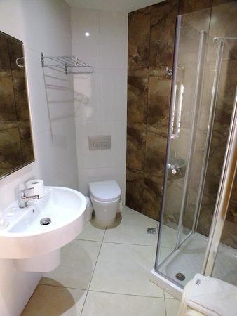 115 The Strand Hotel and Suites: Bagno della stanza