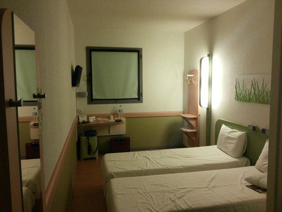 Ibis Budget Madrid Vallecas: Bedroom panoramic
