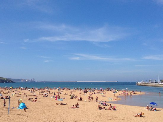 NH Gijón: Beach view from NH