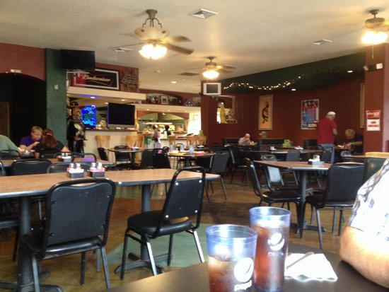 Rocky Ford, CO: What the waitress refers to as a busy dining room..