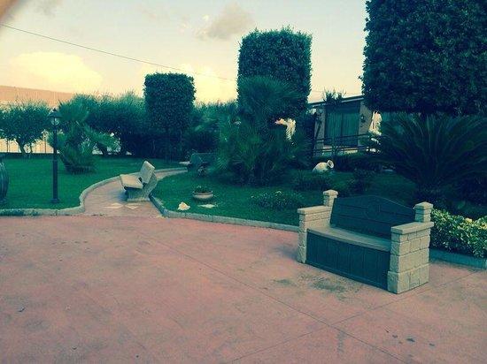 Pontelatone, Italia: Vista giardino Villa Carfieri.