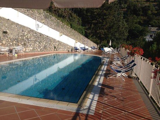 Hotel Zi'Ntonio : La piscina
